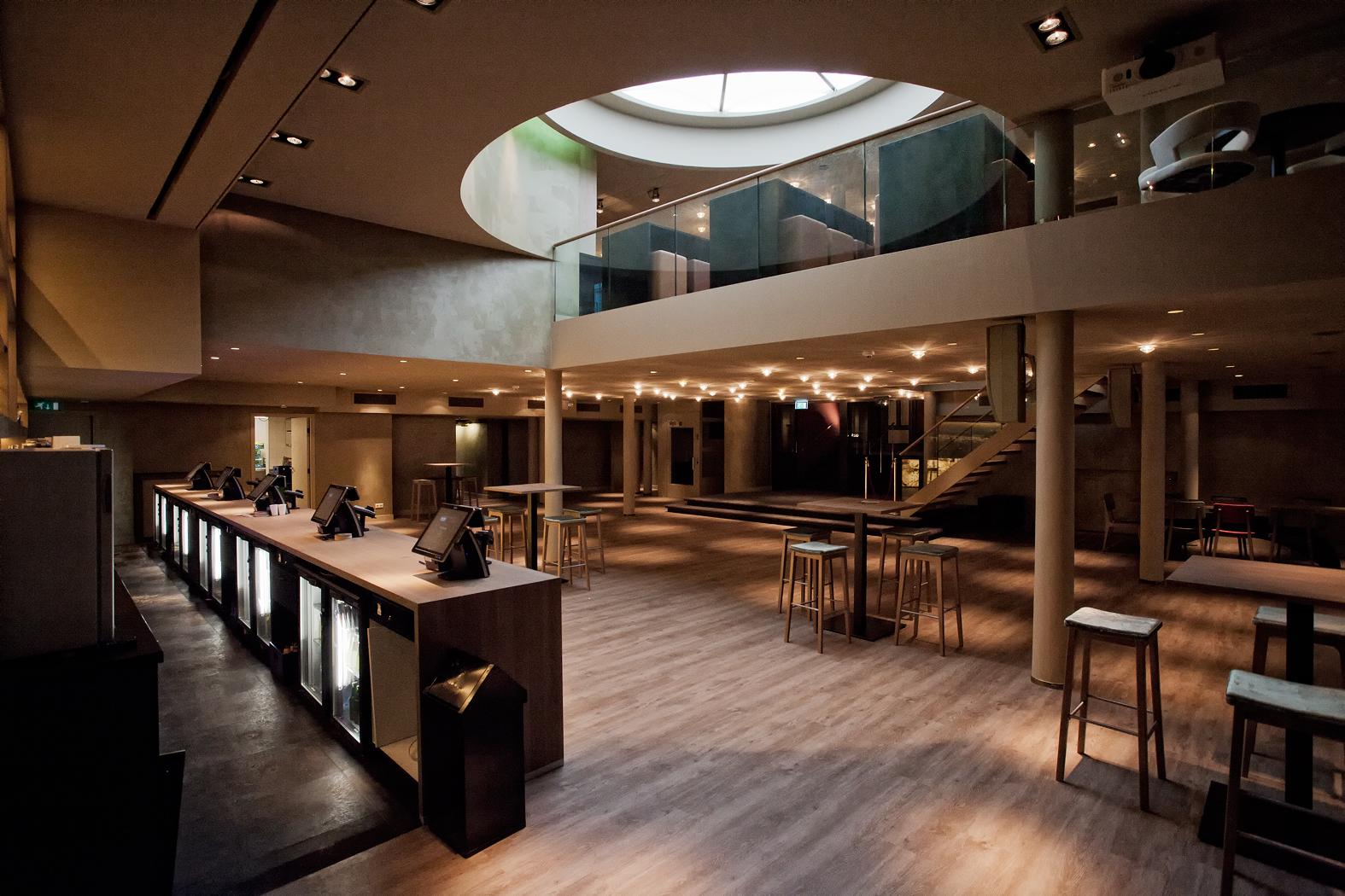 foyers koninklijk theater carr in nieuw jasje gestoken. Black Bedroom Furniture Sets. Home Design Ideas